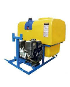 Pulverizador equipado con bomba pistón membrana impulsada con motor a gasolina y reductor. Estanque de 250 Litros. Ideal para colocar en camionetas.